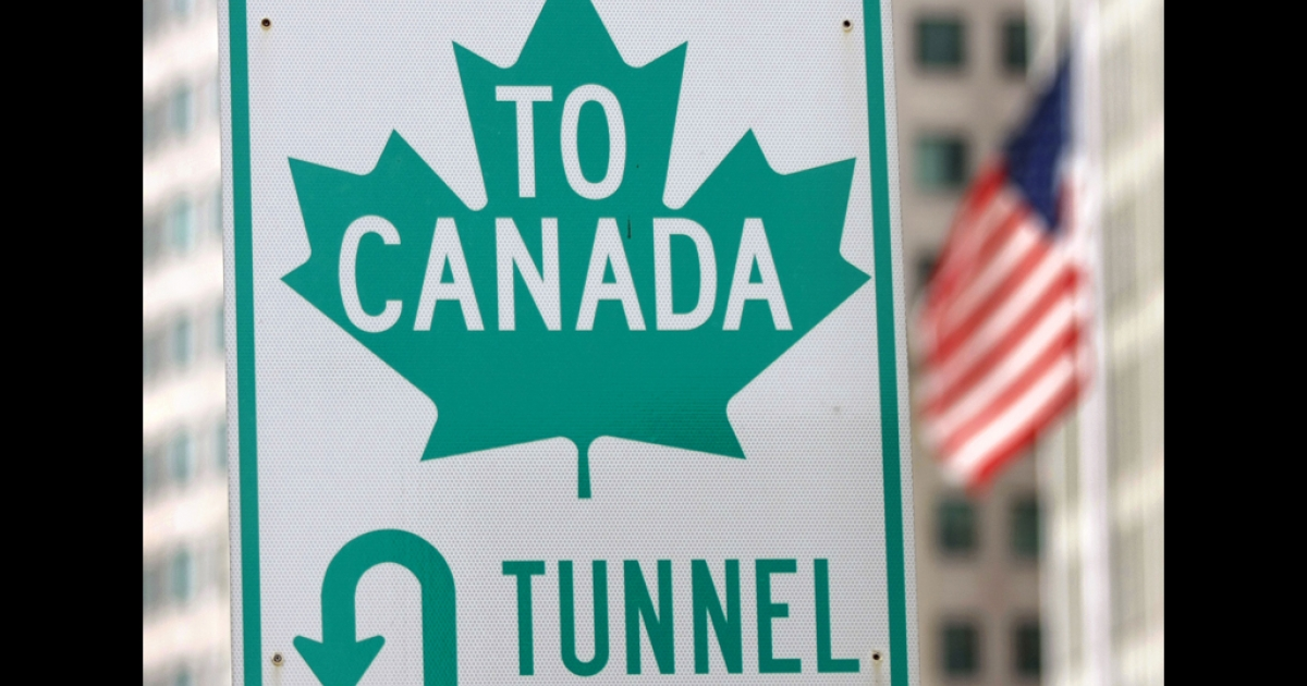 A sign directs drivers to the border crossing at the Detroit/Windsor Tunnel in Detroit, Michigan. The tunnel was shut down on July 12, 2012, after an anonymous phone call warned of a bomb in the tunnel.</p>