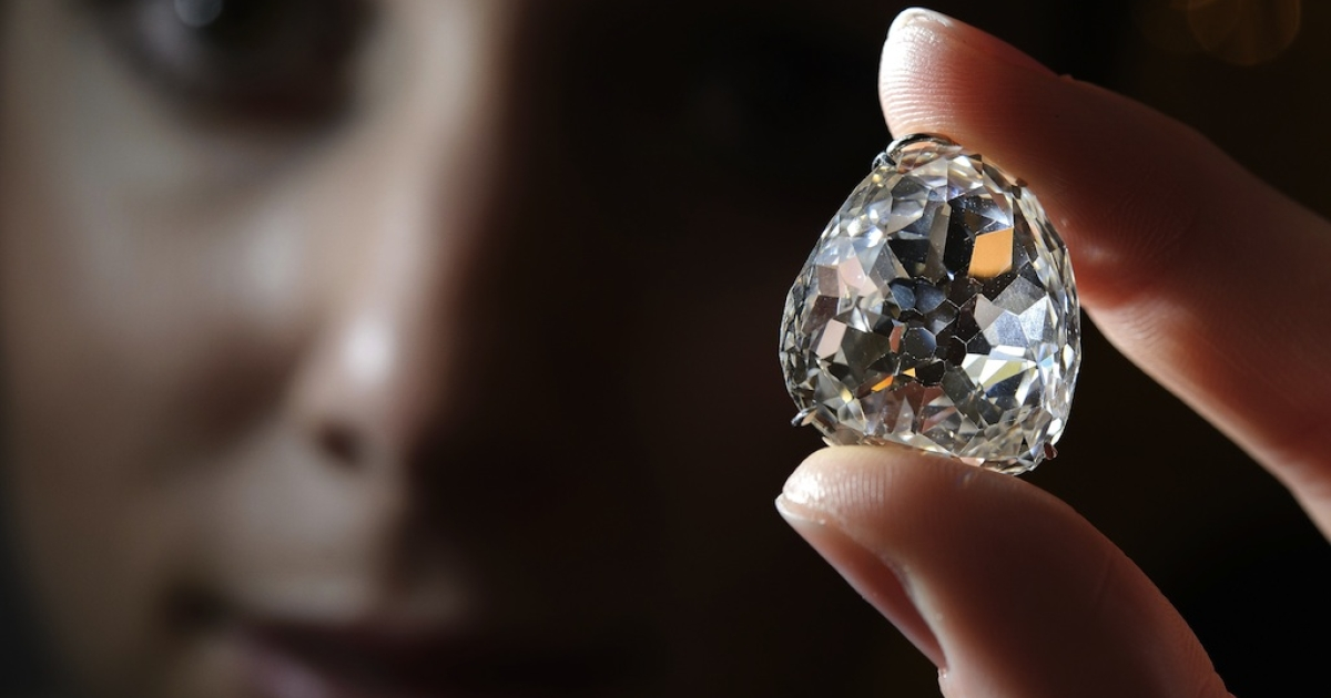 A picture taken on May 10, 2012 shows a model posing with the Beau Sancy diamond during a Sotheby's auction press preview in Geneva.</p>