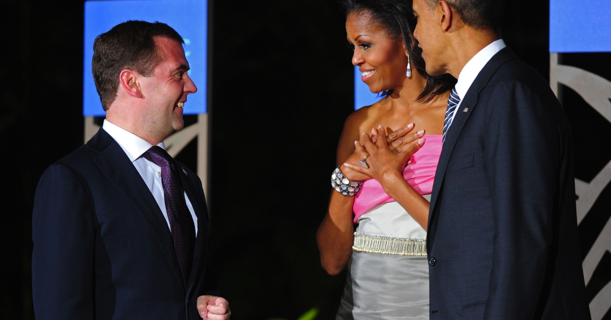 Dmitry Medvedev (L), Russia's president, arriving for the Asia-Pacific Economic Cooperation (APEC) summit leaders' dinner in Honolulu, Hawaii, on November 12, 2011, greets US President Barack Obama (2nd R) and First Lady Michelle Obama.</p>