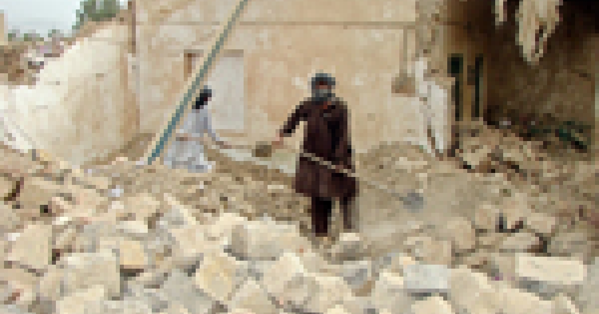 Pakistani tribesmen remove debris of a destroyed house after a missile strike at Miranshah in North Waziristan on the border with Afghanistan, Nov. 3, 2007.</p>