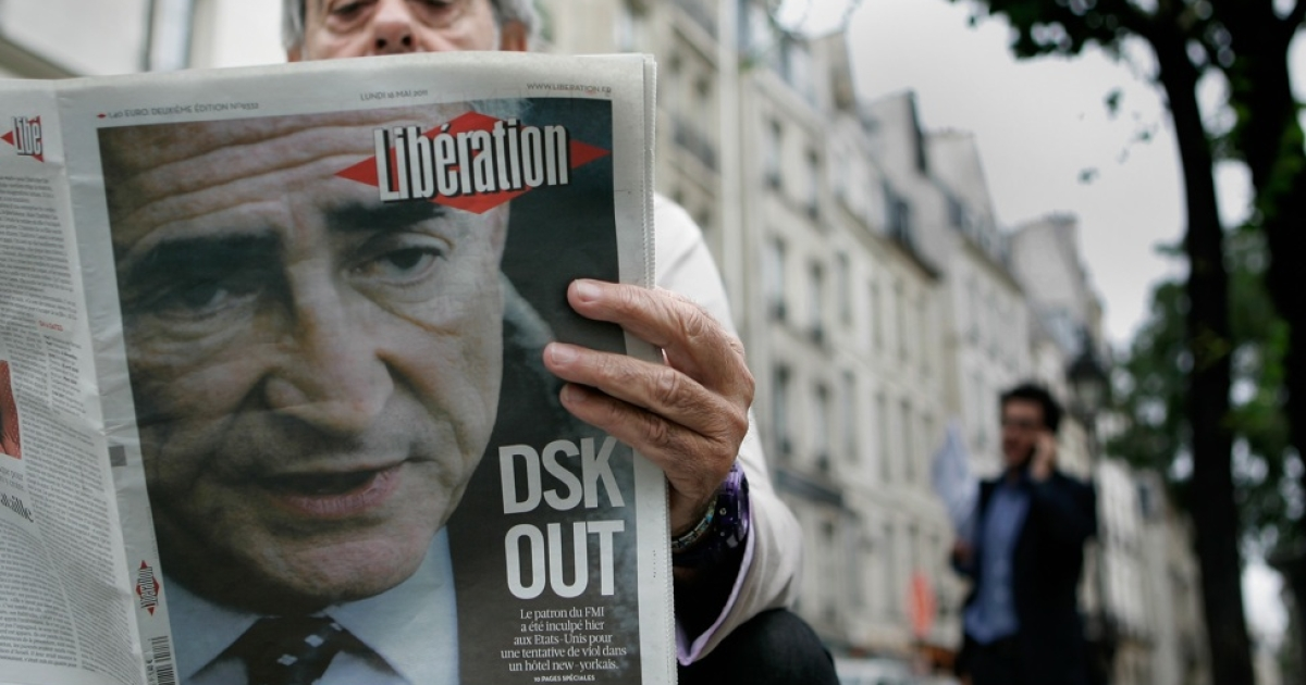 A man reads newspapers with coverage of the U.S. arrest of Dominique Strauss-Kahn, managing director of the International Monetary Fund (IMF) on May 16, 2011 in Paris, France.</p>
