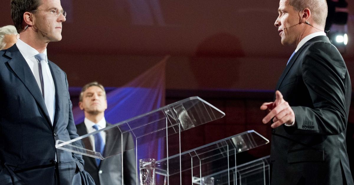 Prime Minister Mark Rutte (L) of the liberal VVD Party debates Labor Party leader Diederik Samsom.</p>