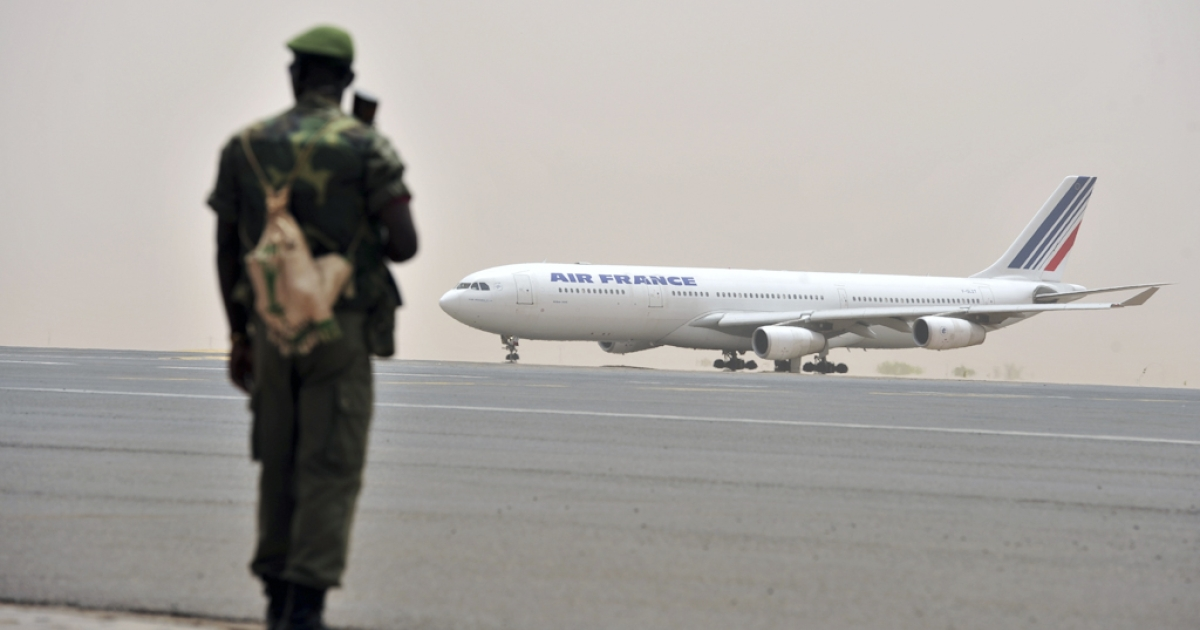 A Malian soldier looks at the arrival of an Air France aircraft at Bamako airport on March 29, 2012 after a meeting of West African leaders to seek a return to democratic rule in Mali fell apart when the team turned back mid-air after a pro-coup demonstration in Bamako airport. Malian President Amadou Toumani Toure was chased out of power just five weeks before the end of his term in office ahead of elections on April 29, by soldiers angry at his handling of a two-month old Tuareg rebellion in the north.</p>