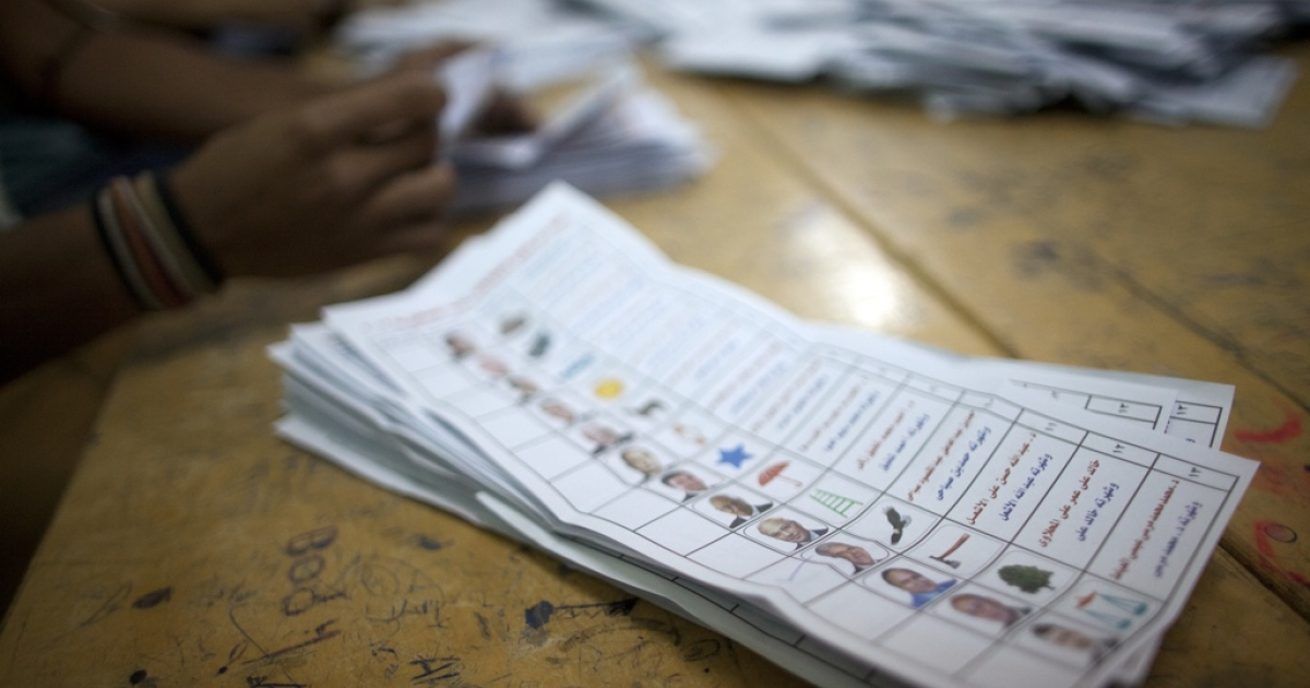 An Egyptian election official counts ballot papers at a polling station in Cairo on May 24, 2012 after polls closed in the country's landmark presidential election.</p>