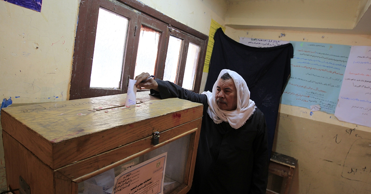An Egyptian man casts his ballot in the run-off of the first round of voting at a polling station in Cairo on December 5, 2011. Islamist candidates looked to extend their crushing victory in Egypt's first parliamentary elections since the overthrow of president Hosni Mubarak.</p>