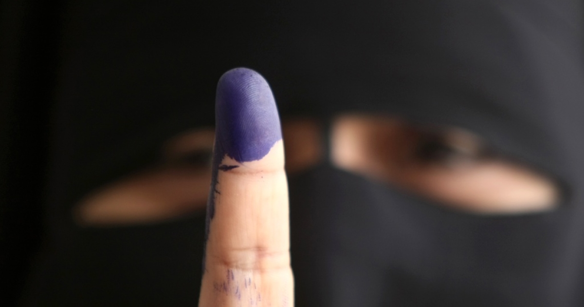 An Egyptian woman shows off her finger stained with indelible ink after voting at a polling station in Cairo on May 23, 2012, in the country's first presidential election since a popular uprising toppled Hosni Mubarak.</p>