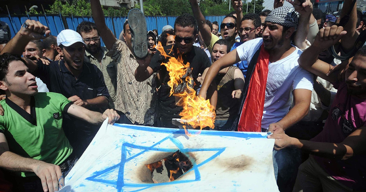 Egyptians burn an Israeli flag during a demonstration outside the Israeli embassy in Cairo on August 19, 2011 after Egyptian policemen were killed on the border with Israel the day before as Israeli troops pursued militants behind a deadly attack.</p>