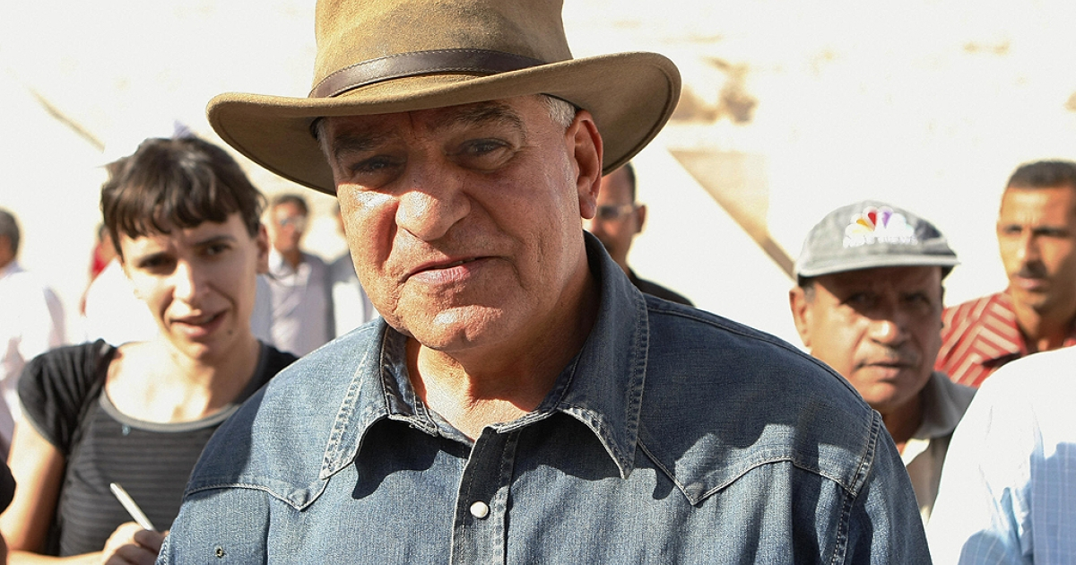 Egypt's former antiquities chief Zahi Hawass arrives to the Valley of the Kings close to Luxor, 500 kms south of Cairo on November 4, 2007.</p>