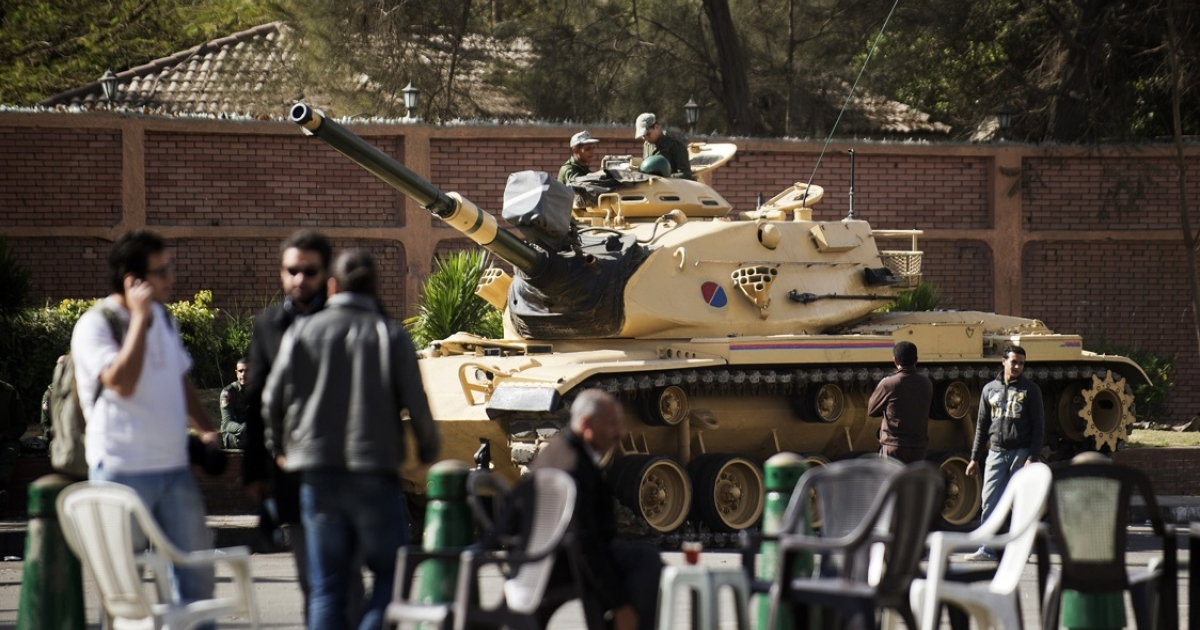 Egyptian President Mohamed Morsi has given the armed forces powers to arrest civilians, as part of efforts to