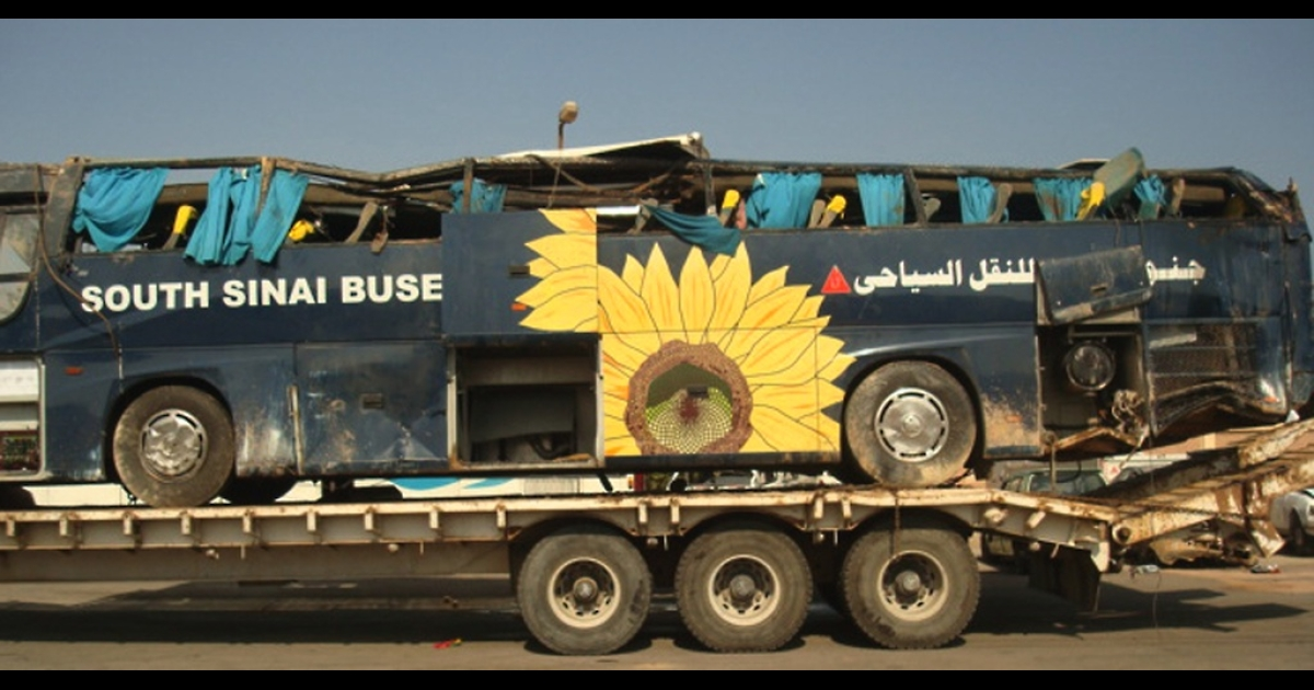 A flat bed truck carries the bus in which eight tourists were killed when the vehicle overturned after the driver lost control near the Red Sea resort of Hurghada, on November 20, 2010. The other passengers on the bus, which was carrying 30 people at the time of the accident, all suffered injuries, MENA reported.</p>