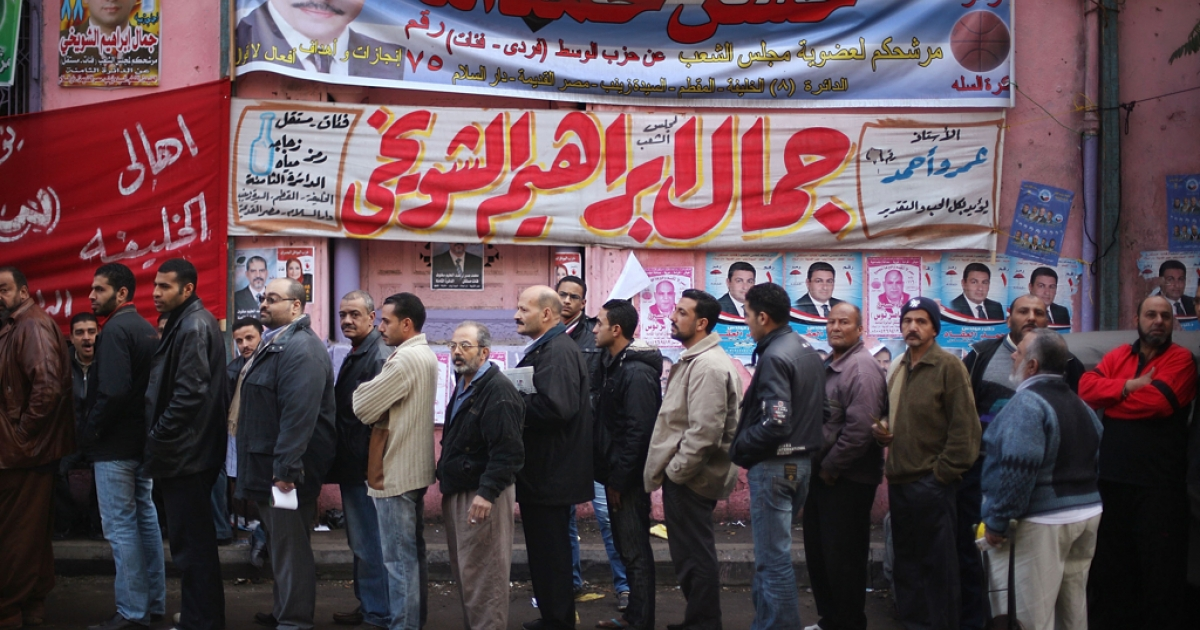 Voters line up outside a polling station on November 28, 2011 in Cairo, Egypt.</p>
