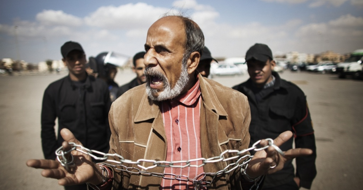 An Egyptian protester holds a chain as he shouts slogans against ousted Egyptian president Hosni Mubarak outside the police academy in Cairo where his trial is drawing to an end on February 16, 2012. The verdict in the trial of Mubarak will be announced on February 22, presiding judge Ahmed Refaat said.</p>