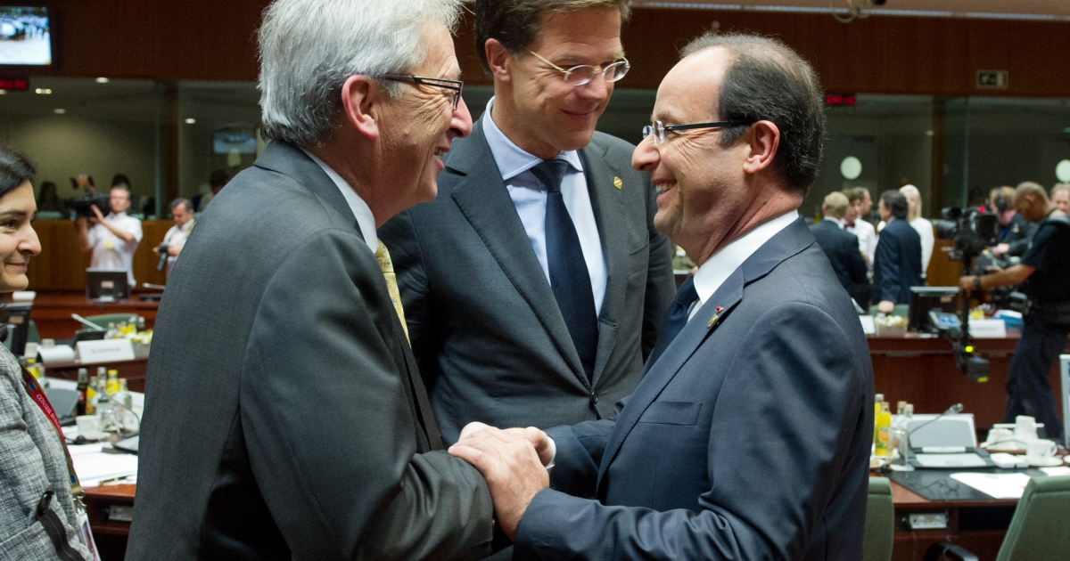 Luxembourg Prime Minister Jean-Claude Juncker (L), Dutch Prime Minister Mark Rutte talk with French President Francois Hollande prior to a second day of European Union leaders summit in Brussels on June 29, 2012.</p>