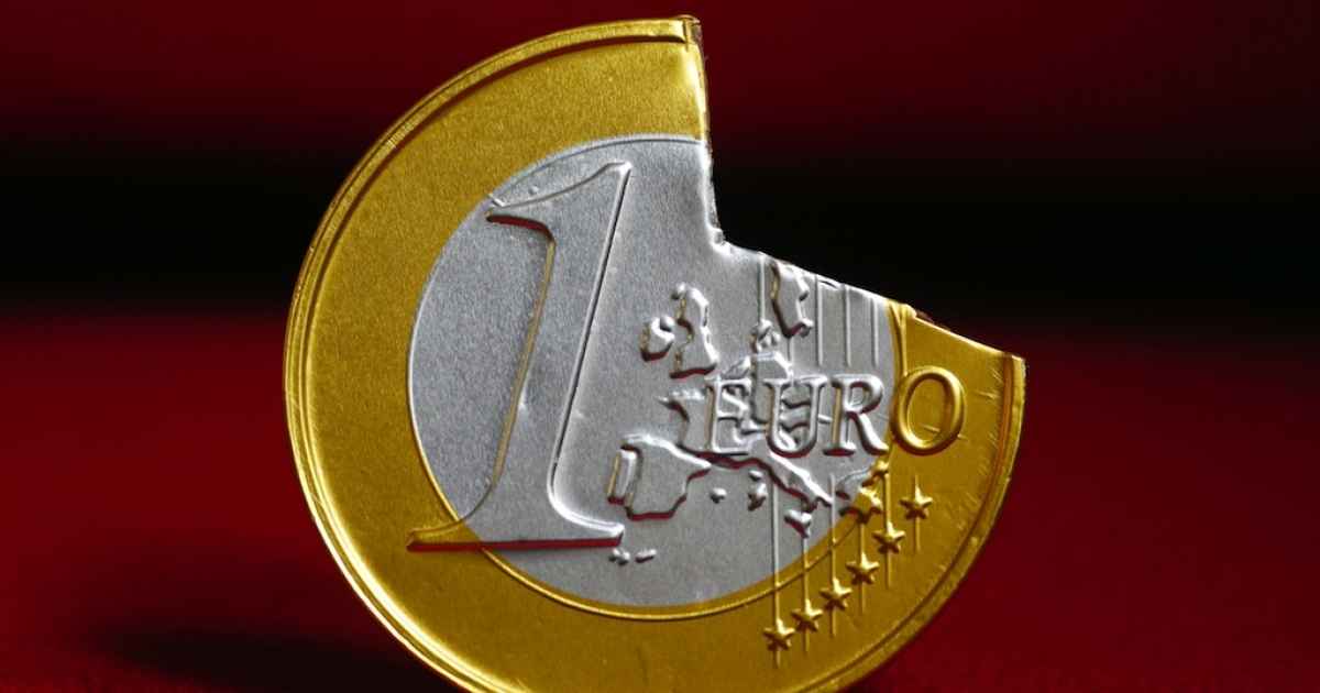 A one-euro coin with a piece broken off, on June 16, 2012.</p>