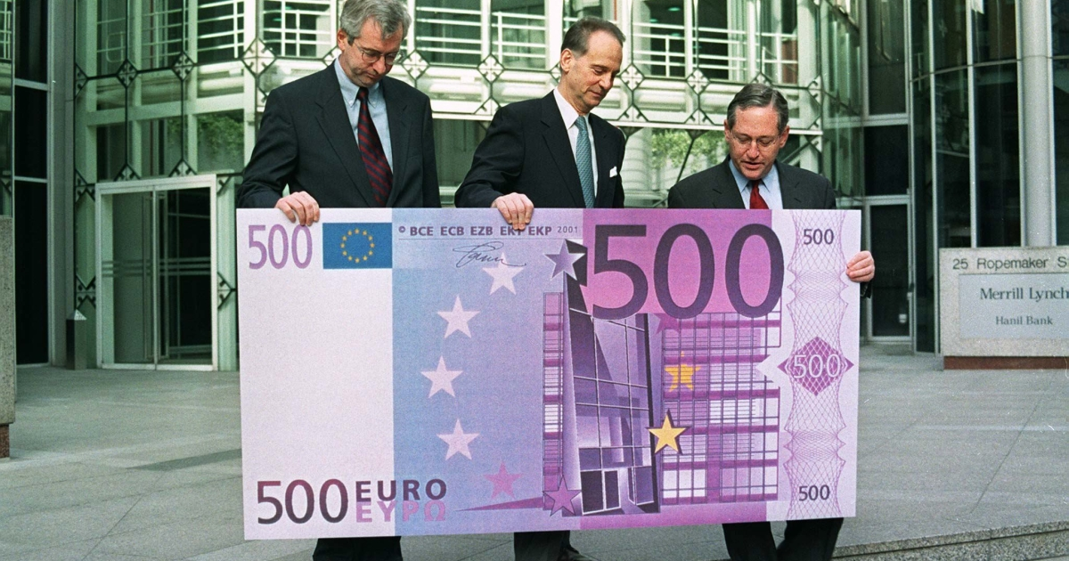 Executives pose with a very big 500 euro note on January 1, 1999, when the currency was launched. Could they have known that it would lead to this?</p>