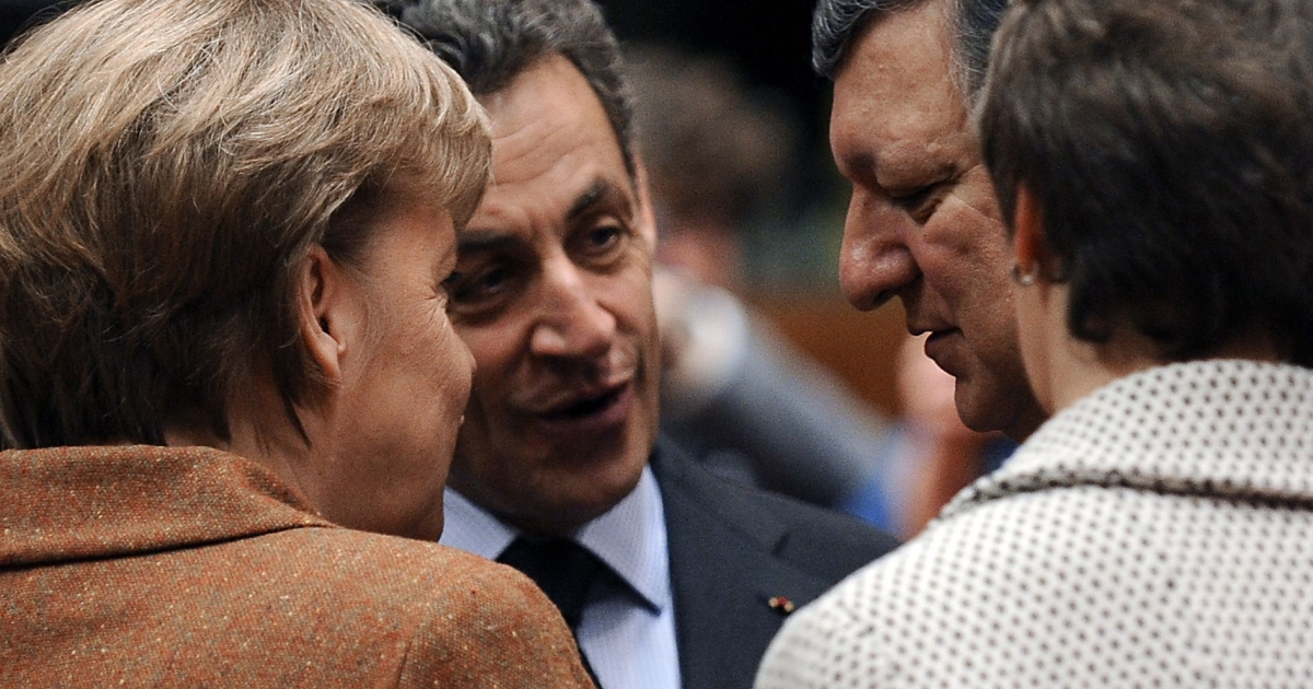 (From L) German Chancellor Angela Merkel, French President Nicolas Sarkozy and European Commission President José Manuel Barroso speak before a working session during a two-day summit at the EU headquarters in Brussels.</p>