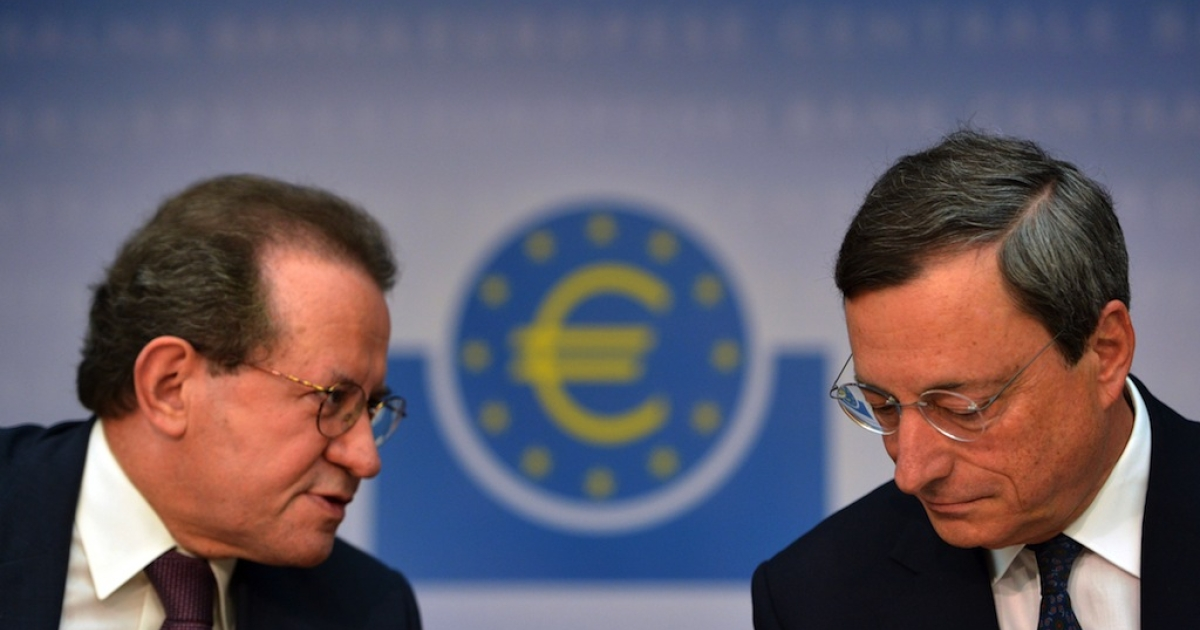 Mario Draghi (R), President of the European Central Bank (ECB), and ECB vice president Vitor Constancio address the media following a meeting with the ECB's council in Frankfurt am Main, western Germany, on Sept. 6, 2012. The European Central Bank unveiled a fresh programme to buy bonds issued by heavily indebted eurozone countries, under strict conditions, in a widely-anticipated bid to save the euro.</p>