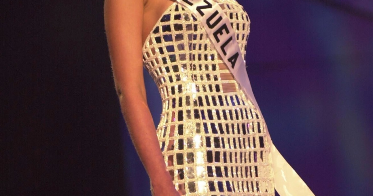 Eva Ekvall poses in her evening gown during the Miss Universe 2001 Presentation Show at the Ruben Rodriguez Coliseum in Bayamon, Puerto Rico, on May 6, 2001.</p>