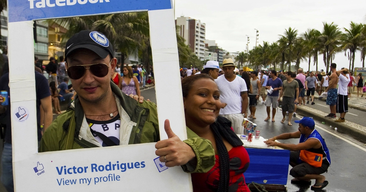 A reveller fancy dressed as a Facebook profile joins the Banda de Ipanama carnival street band as they parade along Ipanema beach in Rio de Janeiro on March 5, 2011.</p>