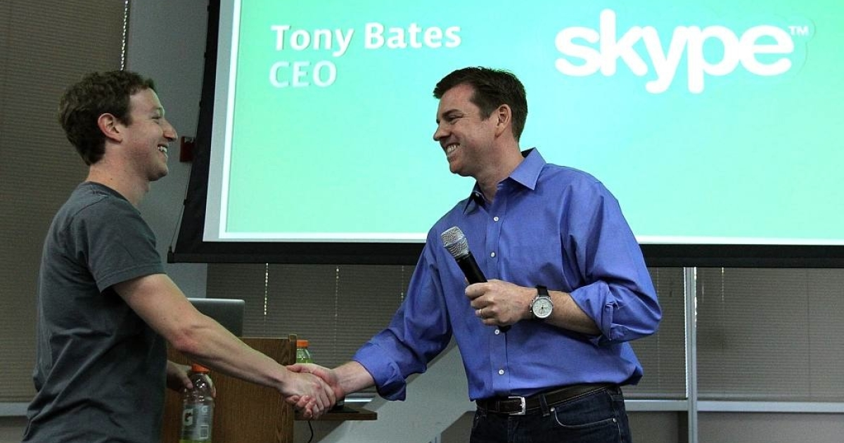 Facebook CEO Mark Zuckerberg shakes hands with Skype CEO Tony Bates during a news conference at the Facebook headquarters on July 6, 2011 in Palo Alto, California where Zuckerberg announced new features that are coming to Facebook including video and group chat.</p>