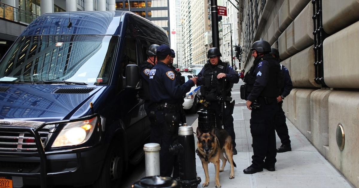 NEW YORK, NY - OCTOBER 17: Police stand in front of the Federal Reserve Bank on October 17, 2012 in New York City. A Bangladeshi national was arrested Wednesday by Federal Authorities for allegedly plotting to blow up the Federal Reserve Bank in New York City. Quazi Mohammad Rezwanul Ahsan Nafis, the suspect in the plot, was arrested while attempting to detonate what he believed was a 1,000-pound bomb in front of the Fed building on Liberty Street.</p>