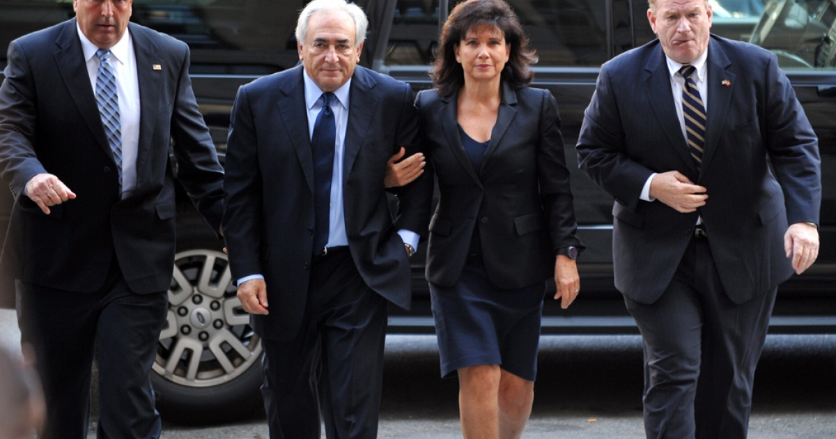 Former IMF head Dominique Strauss-Kahn (2nd-L) and his wife Anne Sinclair (2nd-R) arrive for a hearing at Manhattan State Supreme Court June 6, 2011 in New York.</p>