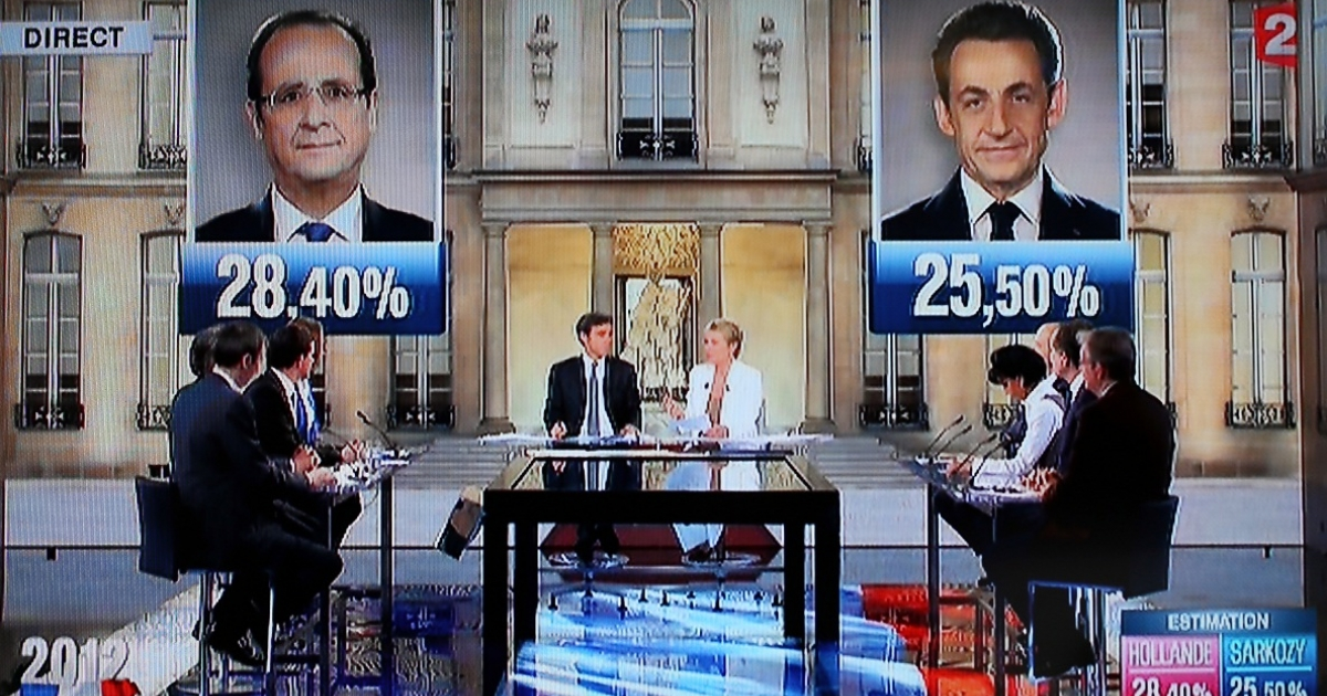 French television shows the estimated results for the first round of the French 2012 presidential election that put Socialist challenger Francois Hollande and incumbent Nicolas Sarkozy through to the second round.</p>