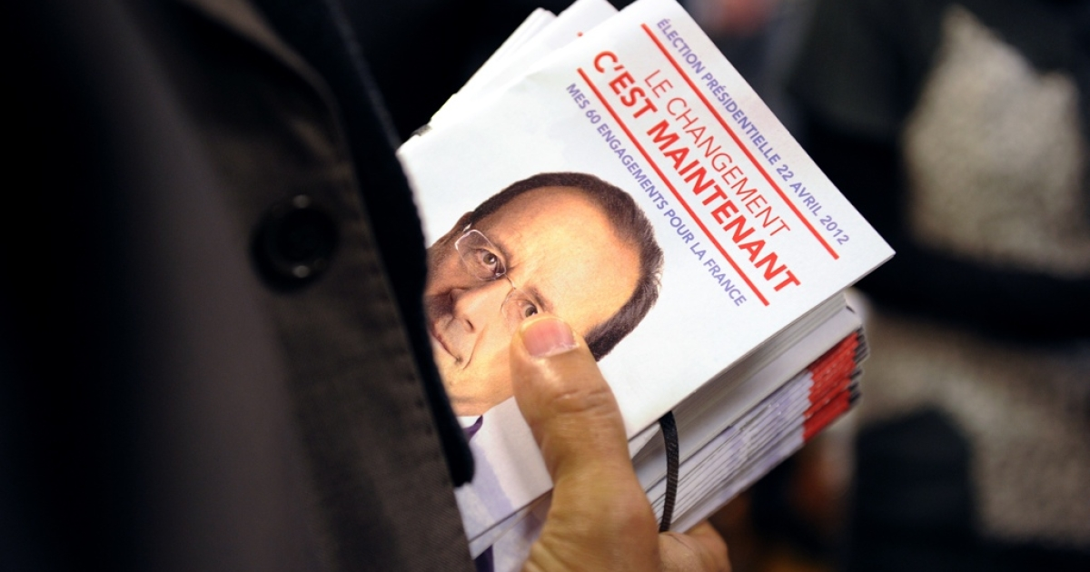 Fliers for Hollande. In English, they read,