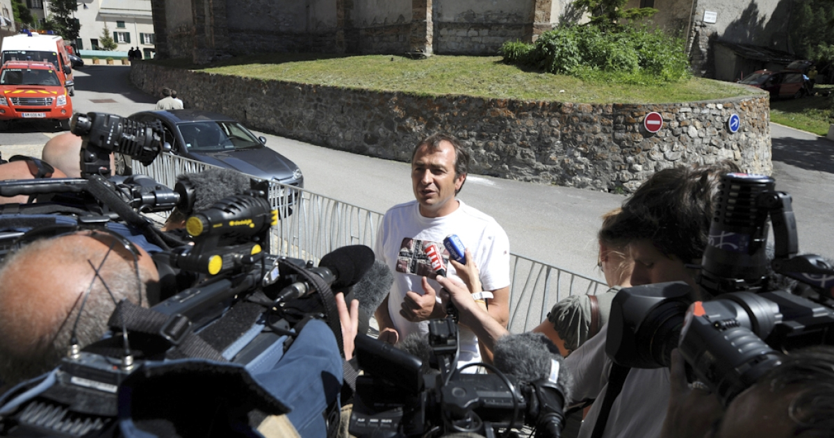 Villar d'Arêne's mayor and moutain guide Xavier Cret speaks to journalists on June 26, 2011 in the French southeastern village of Villar-d'Arêne following the discovery of six mountaineers found dead in French Alps. The bodies were found on Neige Cordier summit at 8,850 feet and were taken by helicopter to the nearby village of Villar d'Arene. The six mountaineers appeared to have died after a fall caused by an avalanche of snow and stones.</p>