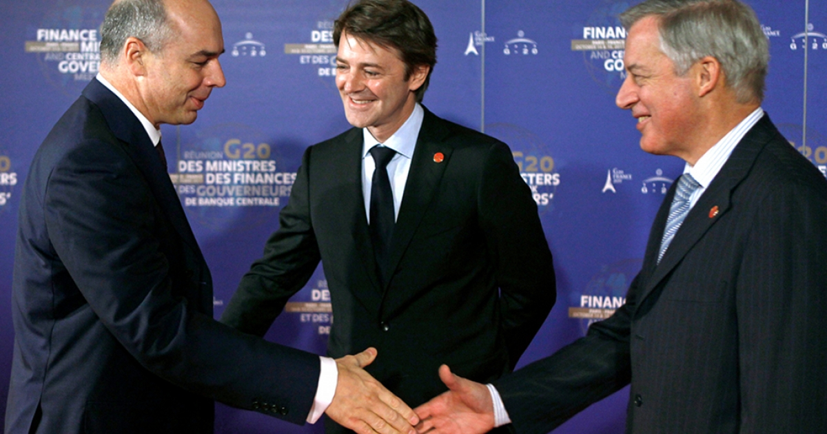 Russian Finance Minister, Anton Siluanov, (L) is welcomed by Central Bank Governor Christian Noyer (R) and France's Finance Minister, Francois Baroin (C) at his arrival at the Finance Ministry in Paris.</p>