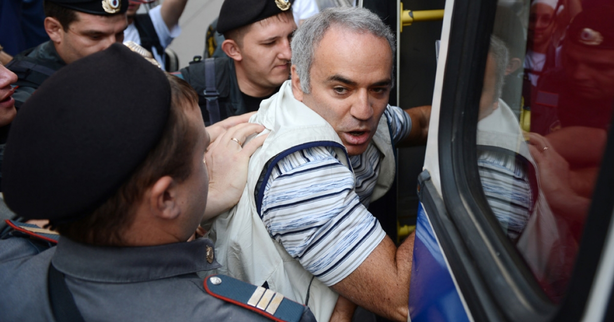 Russian riot policemen detain former world chess champion and Russian opposition leader Garry Kasparov on Aug. 17, 2012, outside a court building in Moscow, where three members of the feminist punk band Pussy Riot were found guilty of hooliganism.</p>