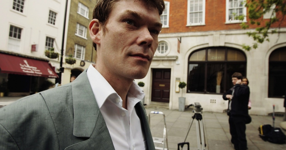 Gary McKinnon arrives at Bow Street Magistrates court on May 10, 2006 in London.</p>