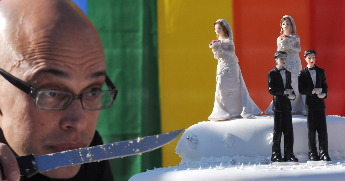 New Jersey will start granting marriage licenses to same-sex couples on Monday after the state Supreme Court rejected the governor's request for a delay.</p>