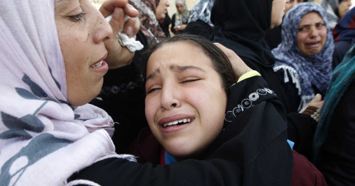 Palestinian women and children cry during the funeral of Audi Naser, who was killed in an Israeli air strike, during his funeral in Beit Hanun, northern Gaza Strip, on November 16, 2012.</p>