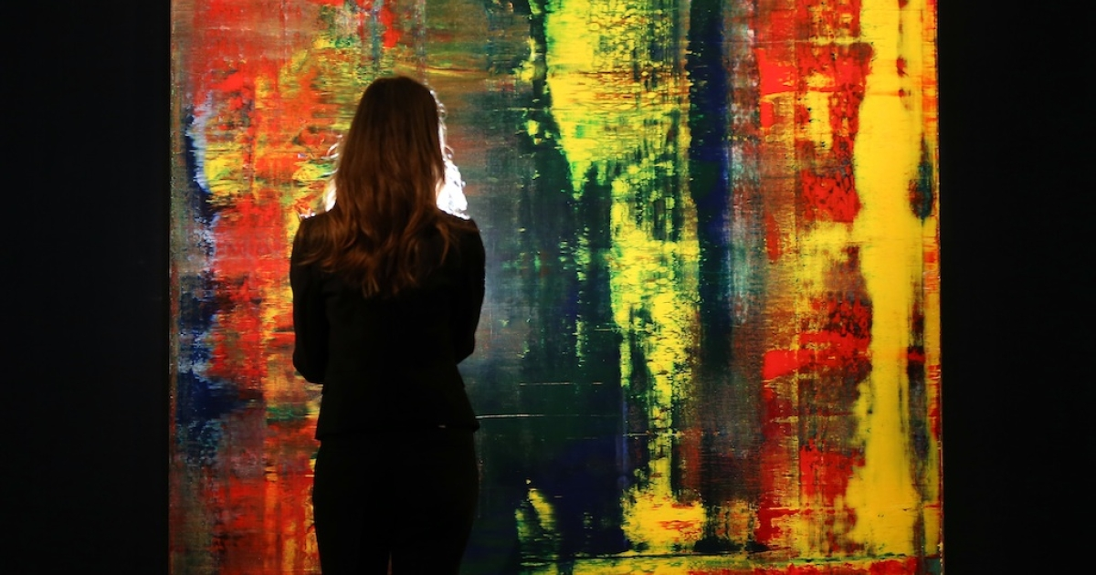 A Sotheby's employee stands in front of Gerhard Richter's 'Abstraktes Bild (809-)' painting on October 8, 2012 in London, England.</p>