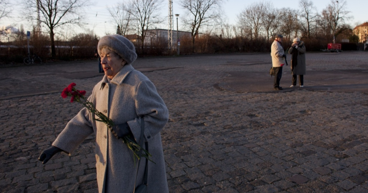 A leftist sympathizer holds carnations at a memorial to 1920s-era assassinated German communists Rosa Luxemburg and Karl Liebknecht during an annual commemorative procession on Jan. 15, 2012 in Berlin, Germany. Die Linke is the successor party to the East German communist party and has sought to modernize itself to appeal to voters in both east and west Germany. The party is strongly represented in the Bundestag and in most state parliaments.</p>