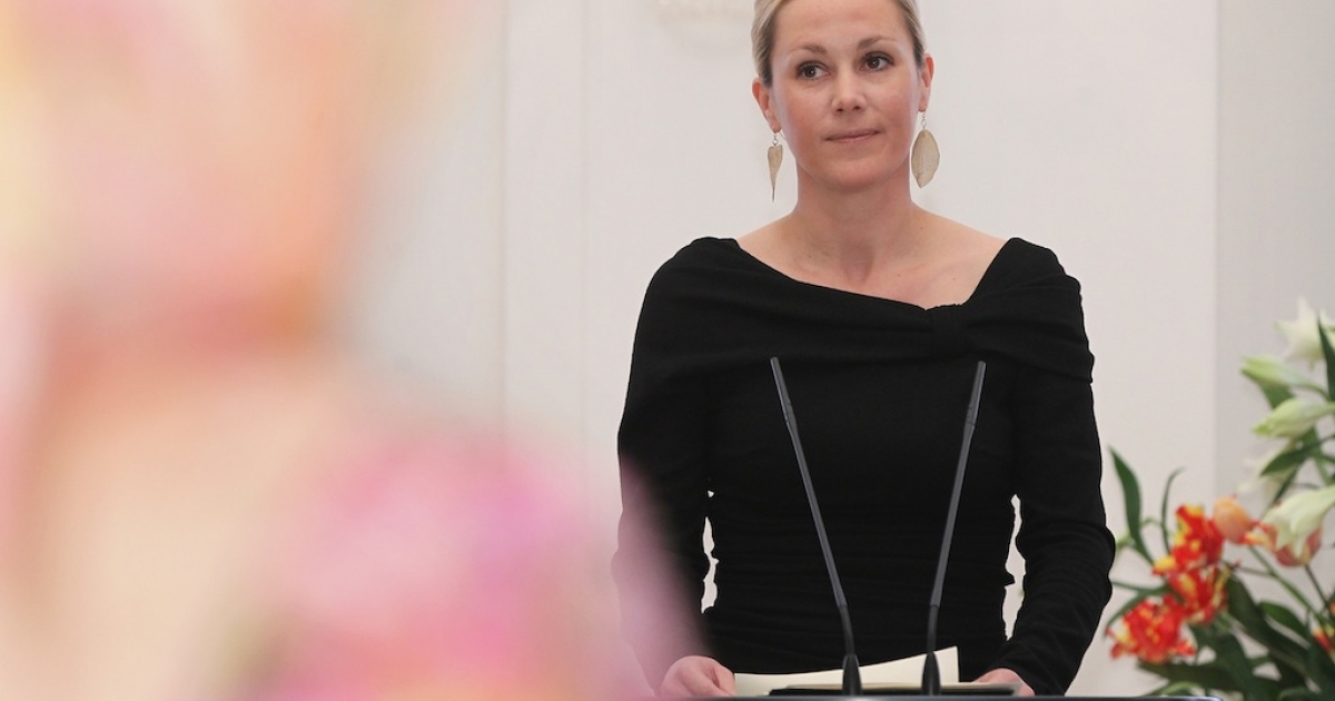 German First Lady Bettina Wulff speaks at her annual reception for foreign diplomats' spouses at Schloss Bellevue palace on January 13, 2012 in Berlin, Germany. Her husband, German President Christian Wulff, is steadfastly refusing to resign despite an ongoing controversy that stems from a personal loan he accepted while governor of Lower Saxony.</p>