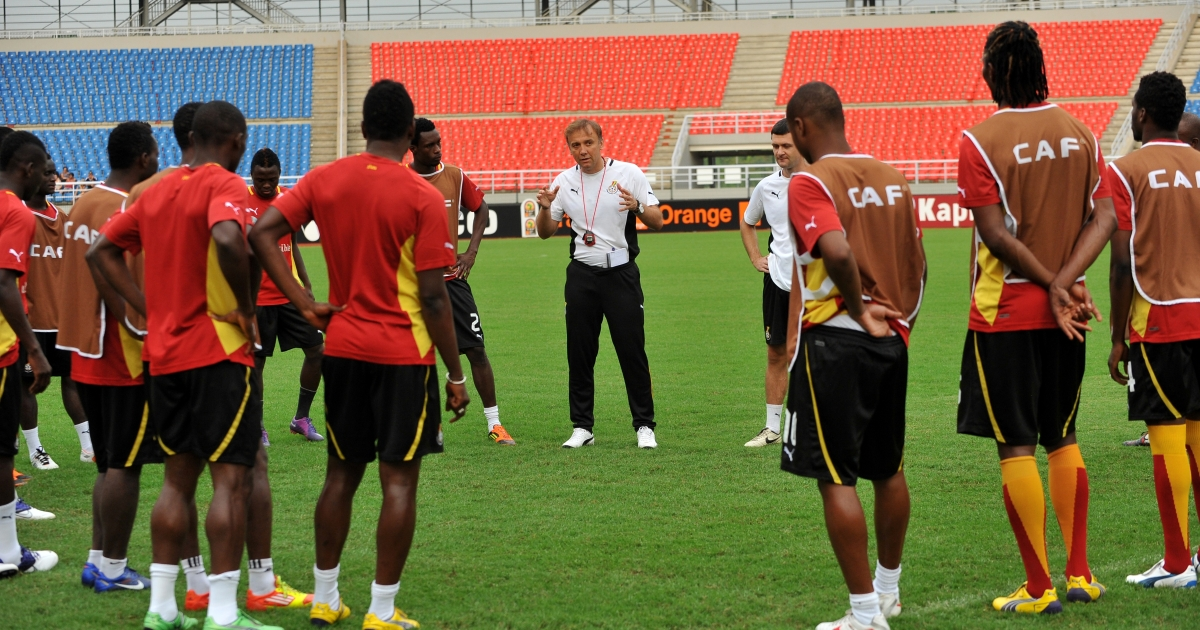 Ghana national football team coach Goran Stevanovic of Serbia (C) speaks to players taking part in a training session on Febuary 7, 2012, in Bata, a day ahead of the 2012 Africa Cup of Nations semi-final football match between Zambia and Ghana</p>