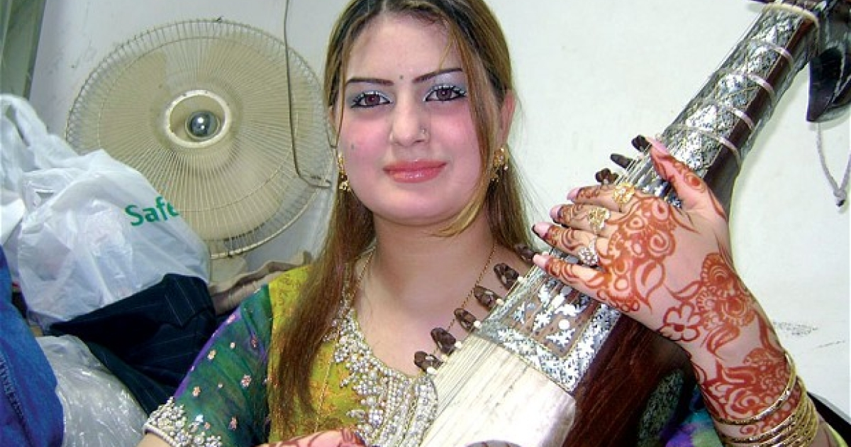 Pakistan's popular female singer Ghazala Javed was shot dead along with her father in the north-western city of Peshawar.</p>