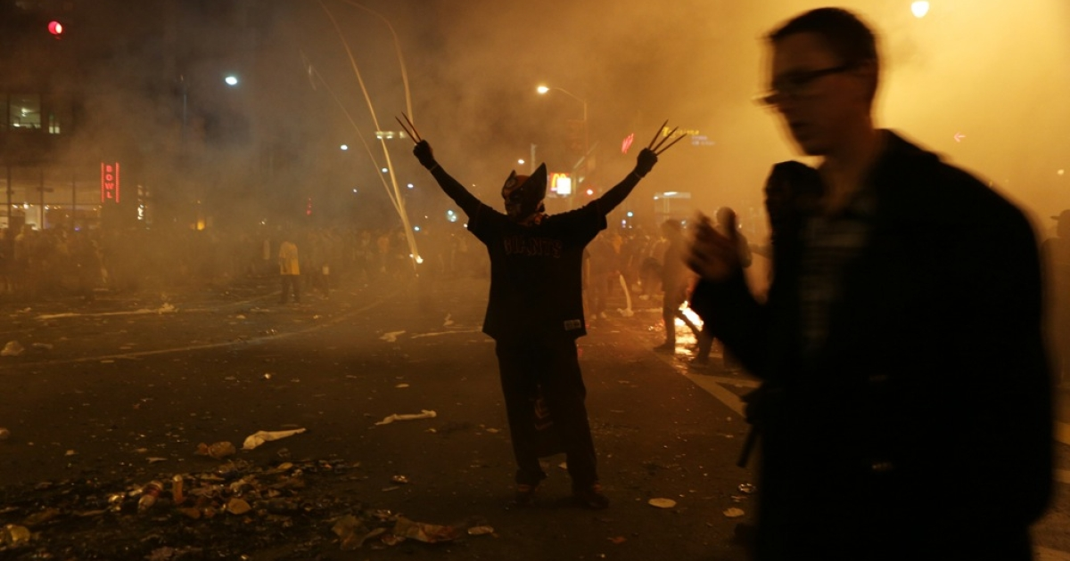 San Francisco Giants fans start bonfires on a street to celebrate their team's winning of the World Series against the Detroit Tiger in San Francisco on October 28, 2012. San Francisco became the 21st team to capture the throne in a sweep and kept the Tigers searching for their first World Series crown since 1984.</p>