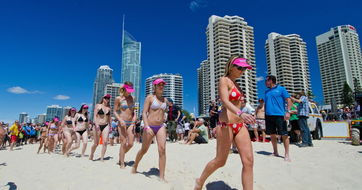 Bikini clad participants parade along Surfers Paradise Beach in Gold Coast City on October 2, 2011 in an attempt to break the Guinness World Record for the longest bikini parade.</p>