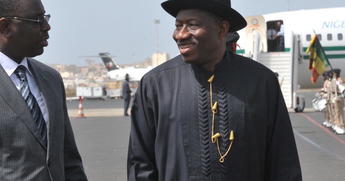 Nigerian President Goodluck Jonathan, right, with Senegalese President Macky Sall, upon his arrival on May 3, 2012 at Dakar's airport.</p>
