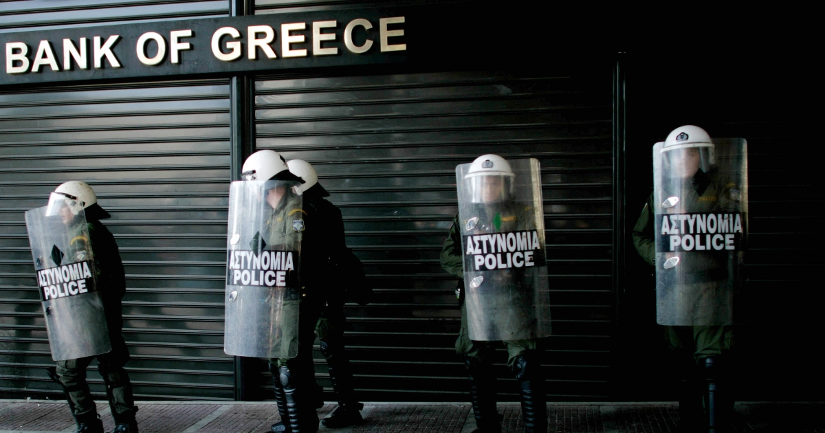 Some 700 million euros (894 million USD) were withdrawn from Greek banks on May 14, President Carolos Papoulias said, warning that the situation would worsen in coming days. Greece's failure to form a government after a splinter vote at May 6 elections has stoked fears about the country's future in the eurozone.</p>