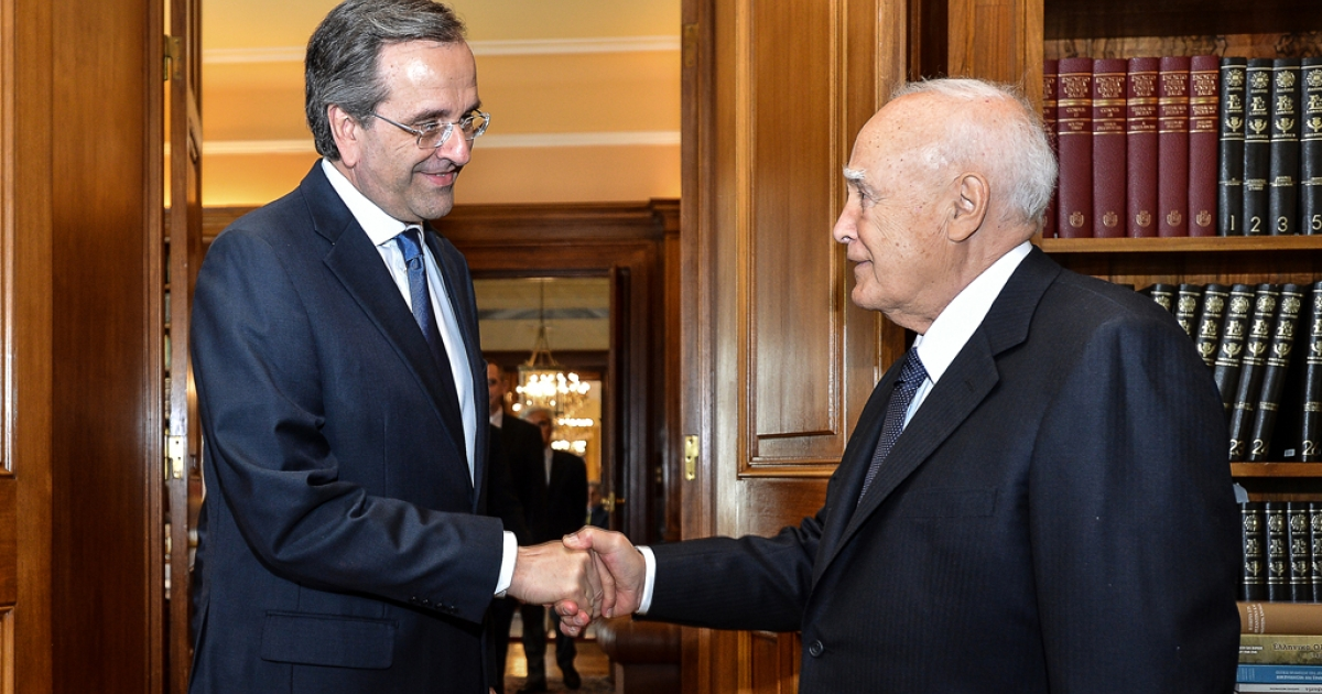 New Democracy party leader, Antonis Samaras (L) meets with with Greek President Carolos Papoulias at the presidential palace in central Athens, on June 20, 2012.</p>