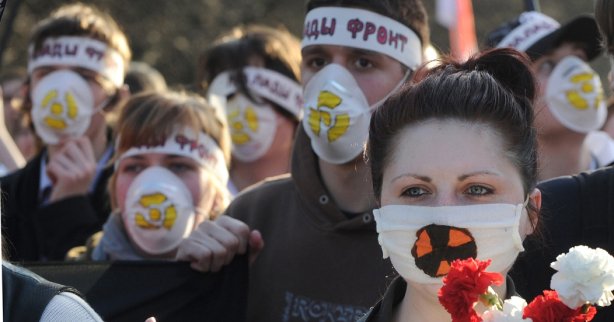 Belarus opposition supporters march in Minsk, on April 26, 2012, to commemorate the Chernobyl nuclear disaster victims on the 26th anniversary of the tragedy.</p>