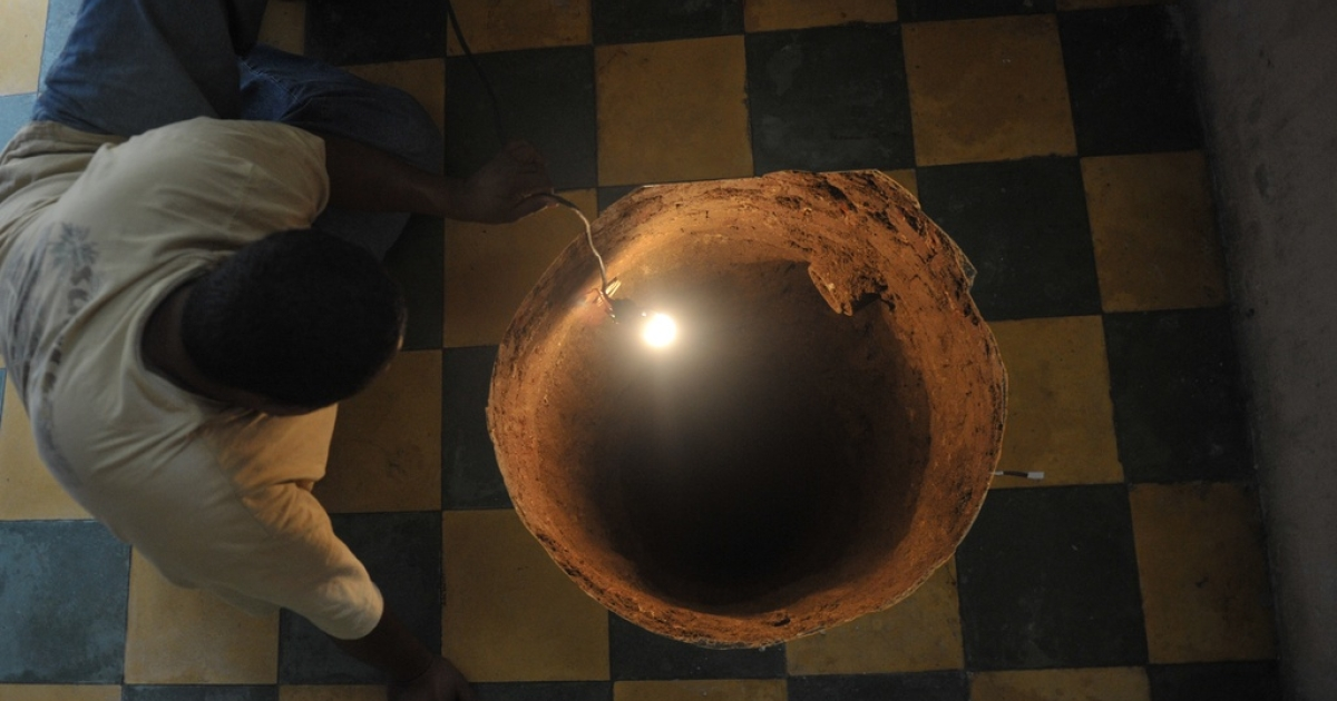 A man inspects a sinkhole formed in a house in Guatemala City on July 19, 2011. A Florida man was trapped in a huge sinkhole late on Feb 28, authorities report.</p>