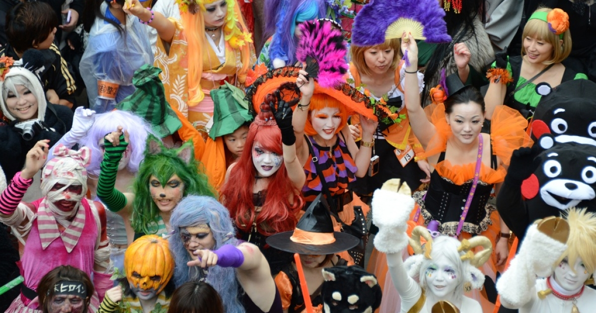 People clad in special costumes begin the Halloween Parade on the street in Kawasaki, a suburb of Tokyo, on October 28, 2012.</p>