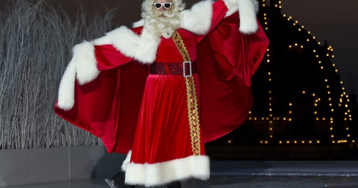 Father Christmas unveils the ice-rink on Harrods rooftop 150 days before Christmas as part the opening of Harrods Christmas World department on July 28, 2011 in London, England.</p>