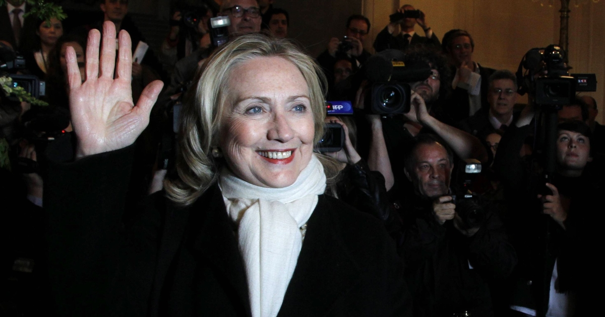 US Secretary of State Hillary Clinton arrives at a meeting of Western and Arab foreign ministers on the Syrian crisis at the ministry of foreign Affairs in Paris on April 19, 2012.</p>