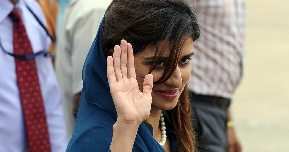Pakistan Foreign Minister Hina Rabbani Khar waves upon her arrival at Air Force station in New Delhi on July 26, 2011.</p>